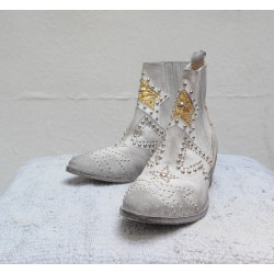 STRATEGIA Boots white stain with Cuban heel and fancy nails